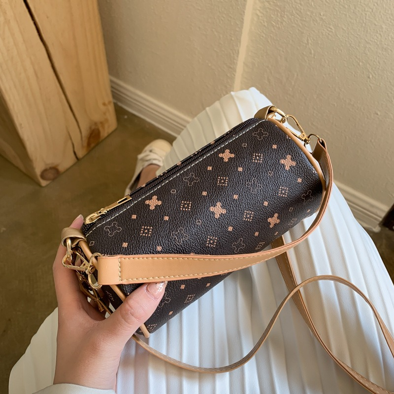 Shanghai spot 2021 new fashion versatile portable single shoulder diagonal bucket bag pillow bag small Lolita bag