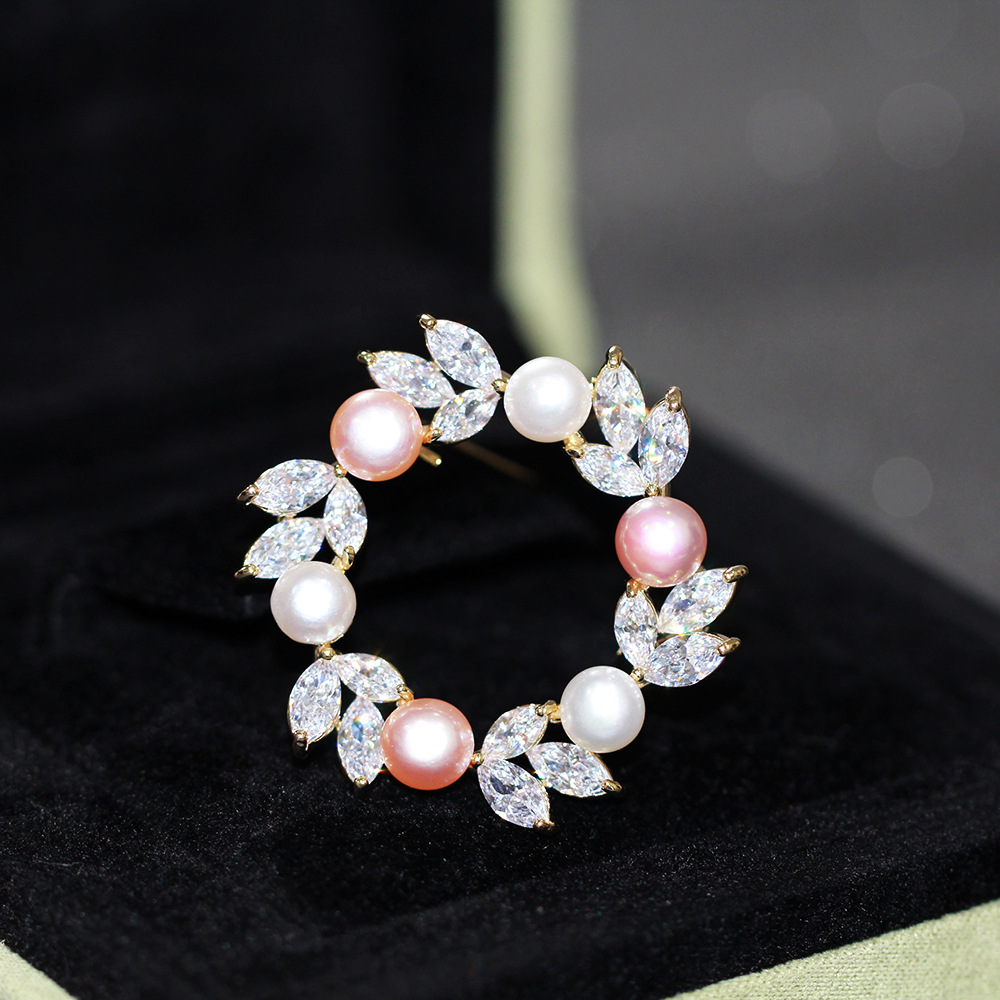 New temperament simple zircon natural pearl golden wreath Brooch womens fashion gold-plated anti light geometric pin
