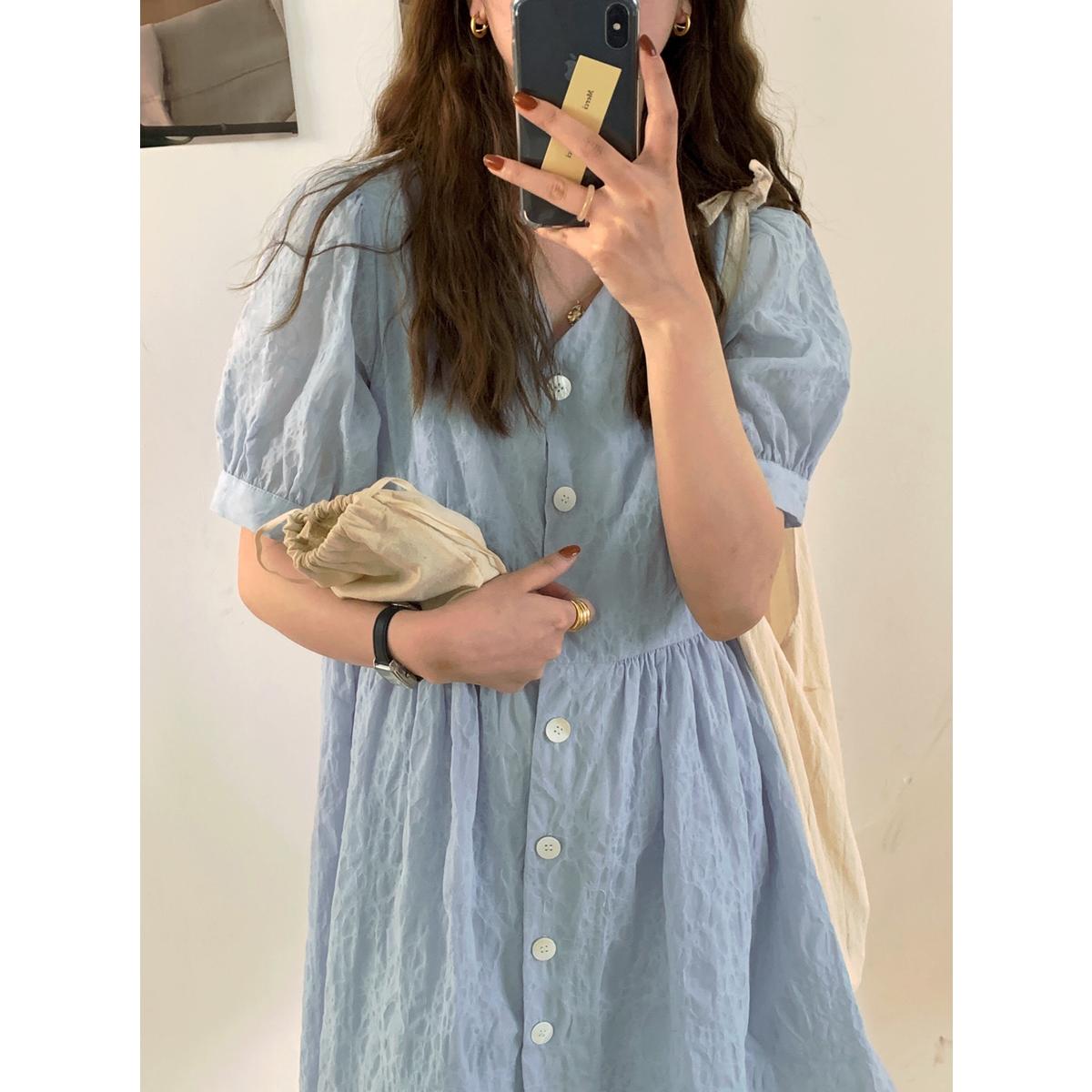 im向自制蓝色宽松V领少女娃娃裙2020夏季新款泡泡袖A字气质连衣裙
