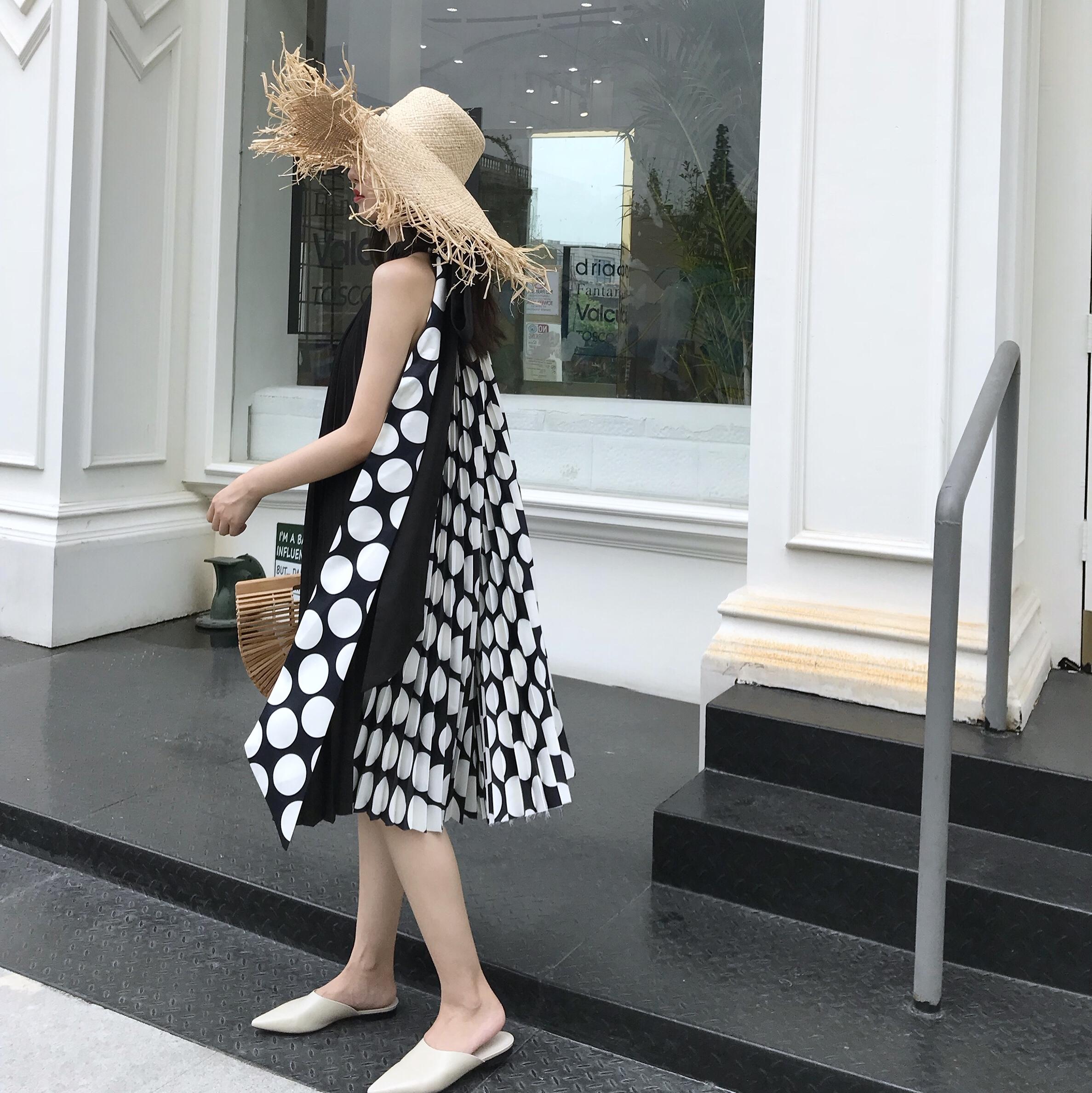 2018夏季新款两穿赫本风拼色百褶气质波点连衣裙黑色挂脖无袖裙子