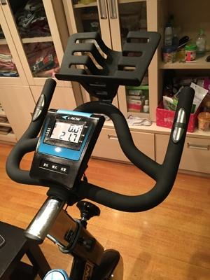 送给爱运动的你:蓝堡动感单车 超豪华室内健身器材 无论刮风下雨都阻挡不了运动了