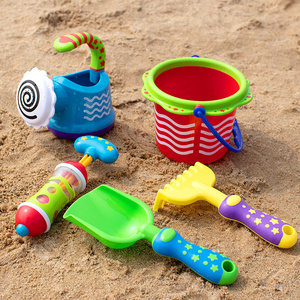 日本Toyroyal皇室沙滩玩具套装宝宝戏水洗澡花洒水桶水枪挖沙工具