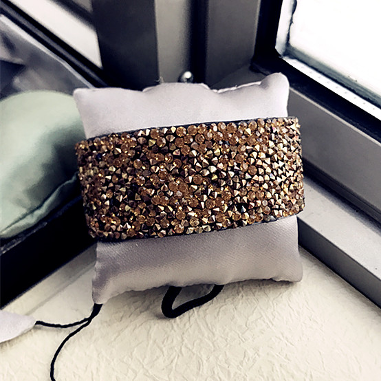 European and American fashion foreign trade personality trendsetter gold flash diamond punk rock style super cool inner velvet magnet button wide Bracelet