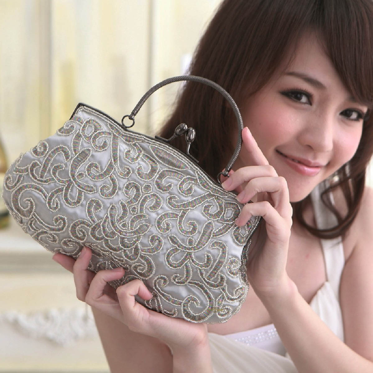 Chinese style handbag female Shanghai beach Xiangyun retro pearl embroidery Bag Silver Dinner Bag evening dress bag cheongsam bag
