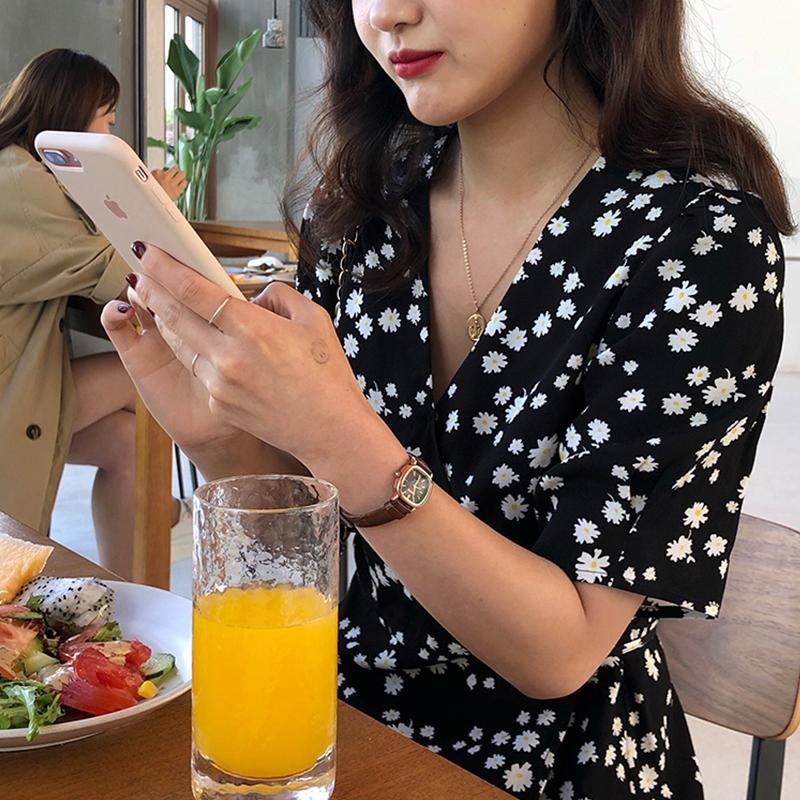 2019新款小雏菊连衣裙v领法式一片式黑色少女碎花桔梗茶歇裙夏 - 封面
