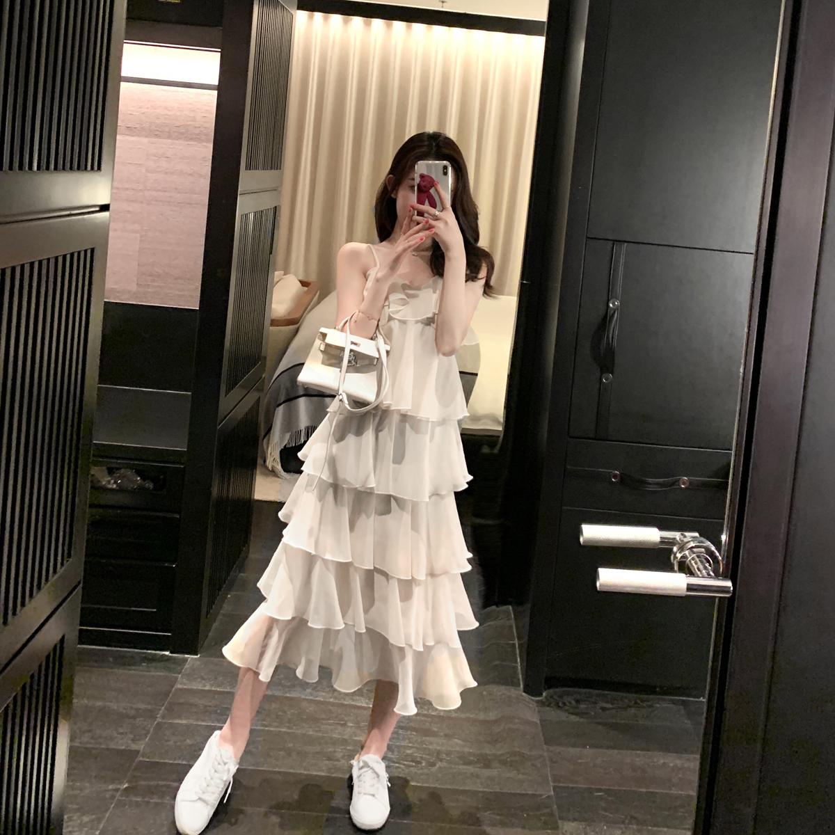 领吊带连衣裙女年春季新款遮胯裙子显瘦洋气长裙蛋糕裙2020白色v