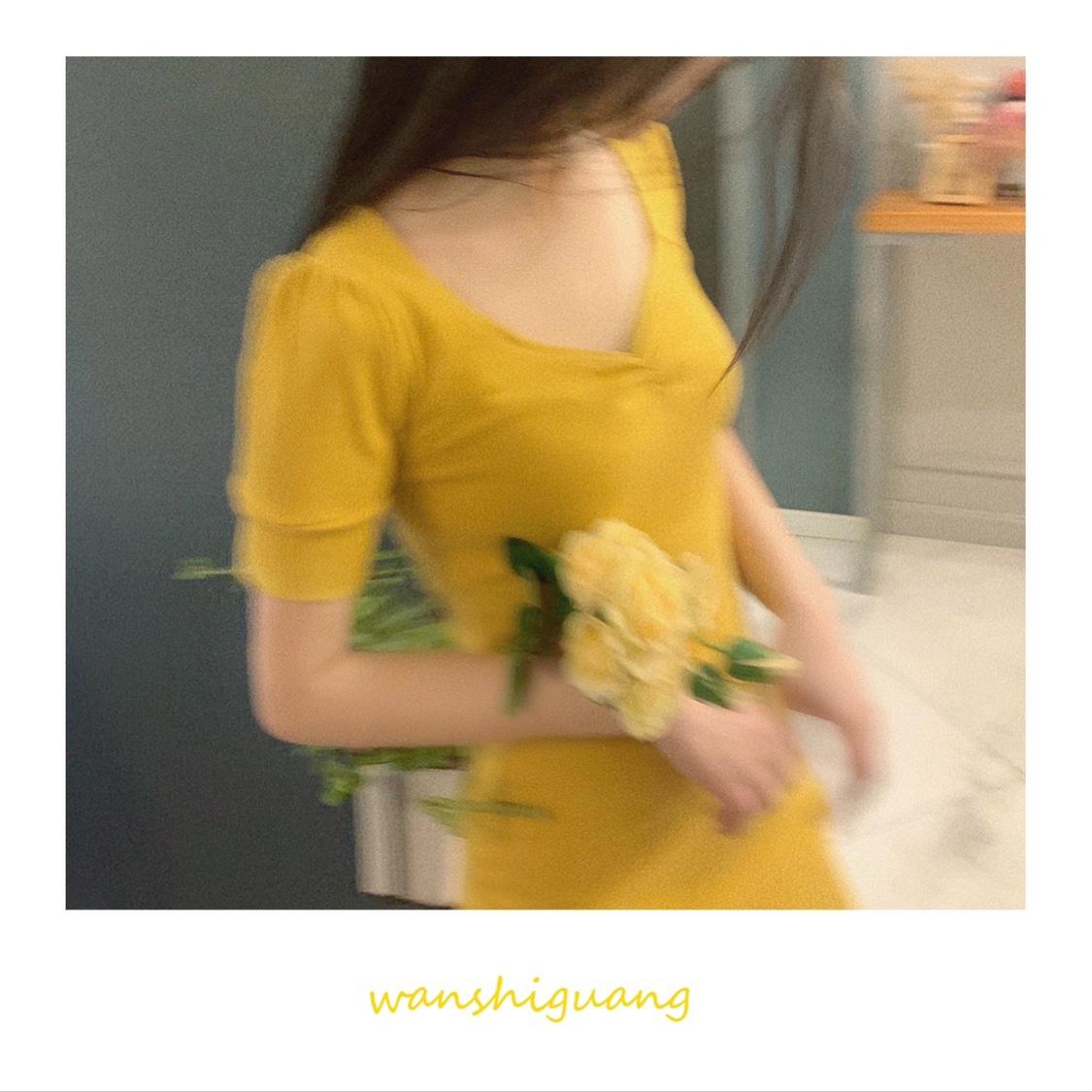 晚时光2021夏 超显白紫色公主袖连衣裙 复古酒红黄色V领针织a裙