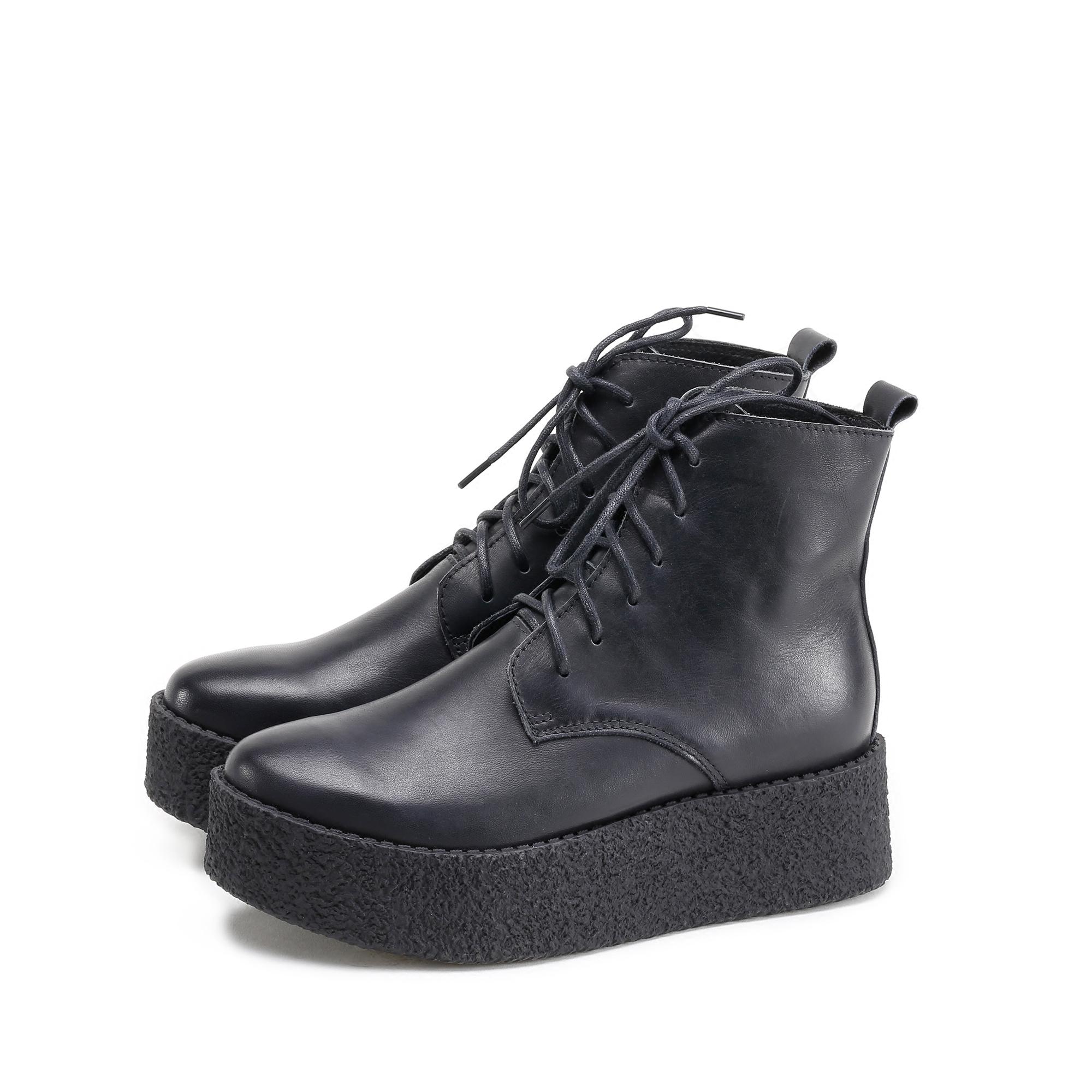 素朴な人の真情はビスケットの底のショートブーツの皮の純色のレジャーの結び目の厚さの底に向って高くなります。手作りの秋冬の新型の女性靴です。