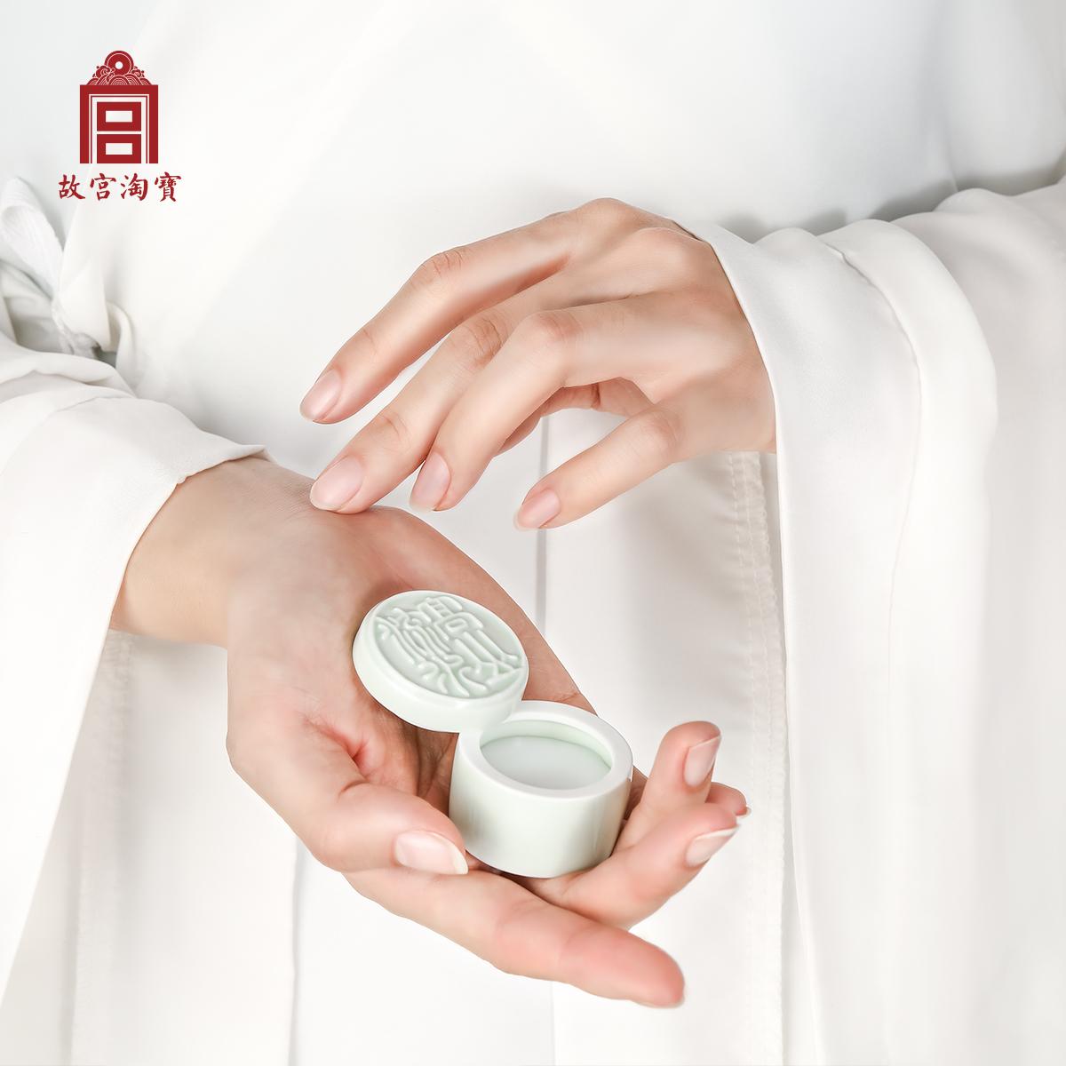【故宫淘宝】归来衫袖有天香-古风陶瓷固体香水淡香膏梅花/栀子花