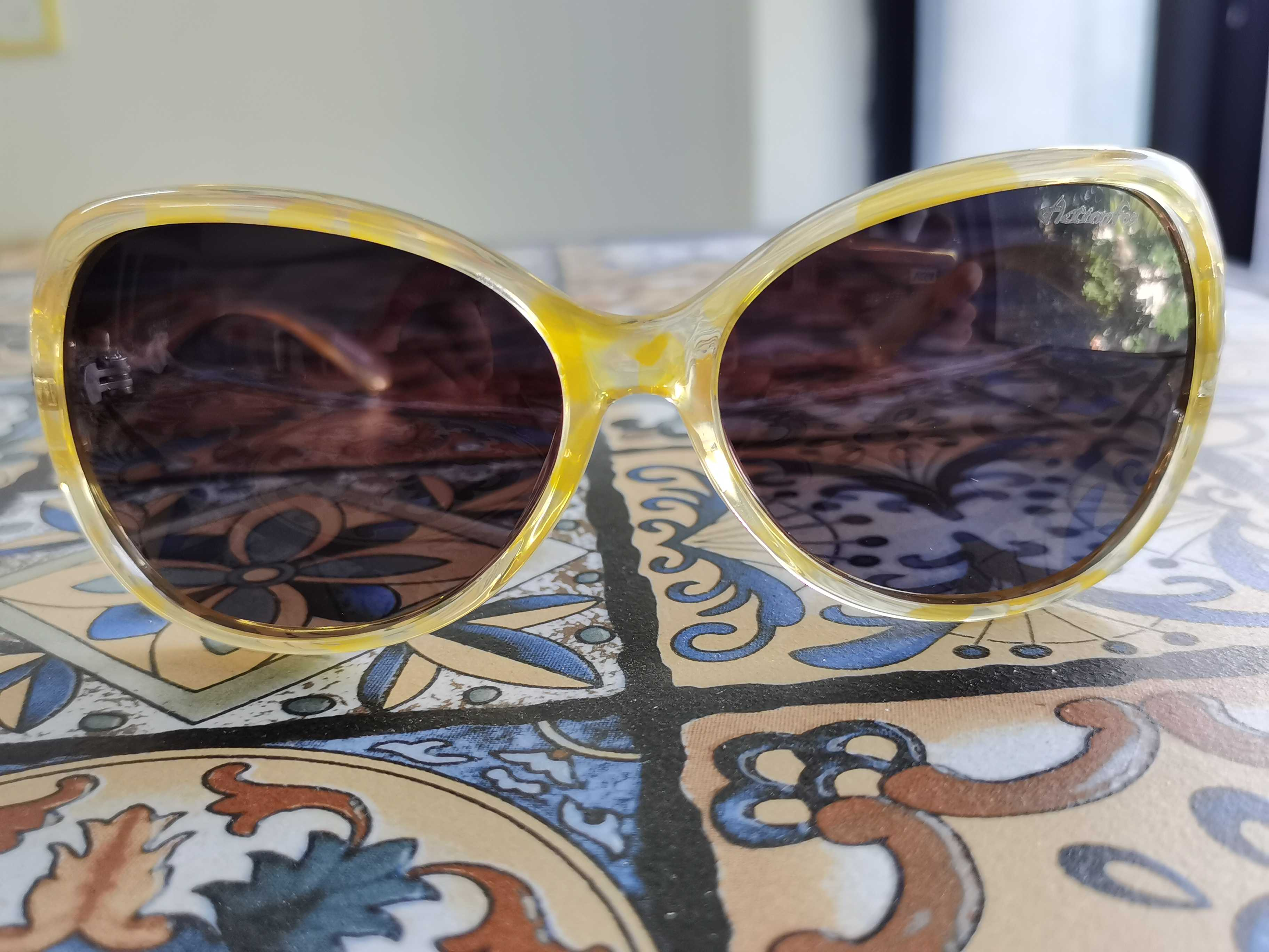 浅黄半透明蝶形边框深咖镜片复古风休闲太阳眼镜墨镜蛤蟆镜