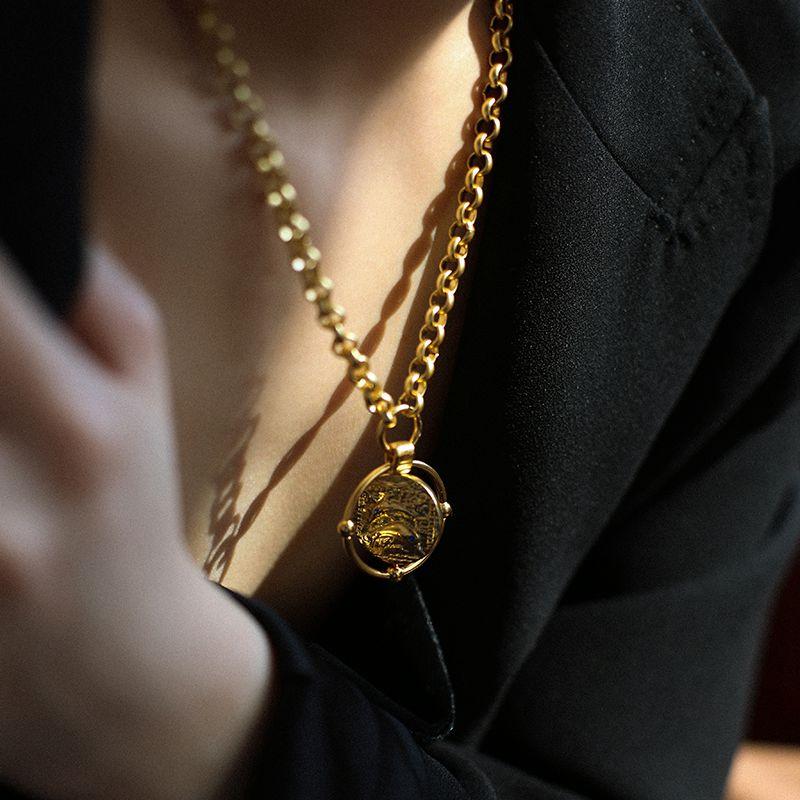 Fun Daisy粗链条海豚钱币项链女 复古罗马硬币金币可旋转锁骨链 Изображение 1