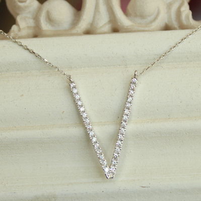 Korean 72W imported 925 sterling silver inlaid large V letter long necklace, chest chain, elongated face and sweater