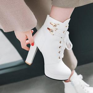 2018英伦风皮带扣系带粗跟马丁靴女秋冬季白色高跟短靴百搭女靴子