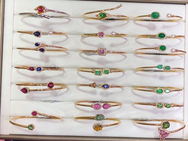 18K金钻石镶嵌天然彩宝祖母绿蓝宝石红宝石碧玺手环手镯开口重金