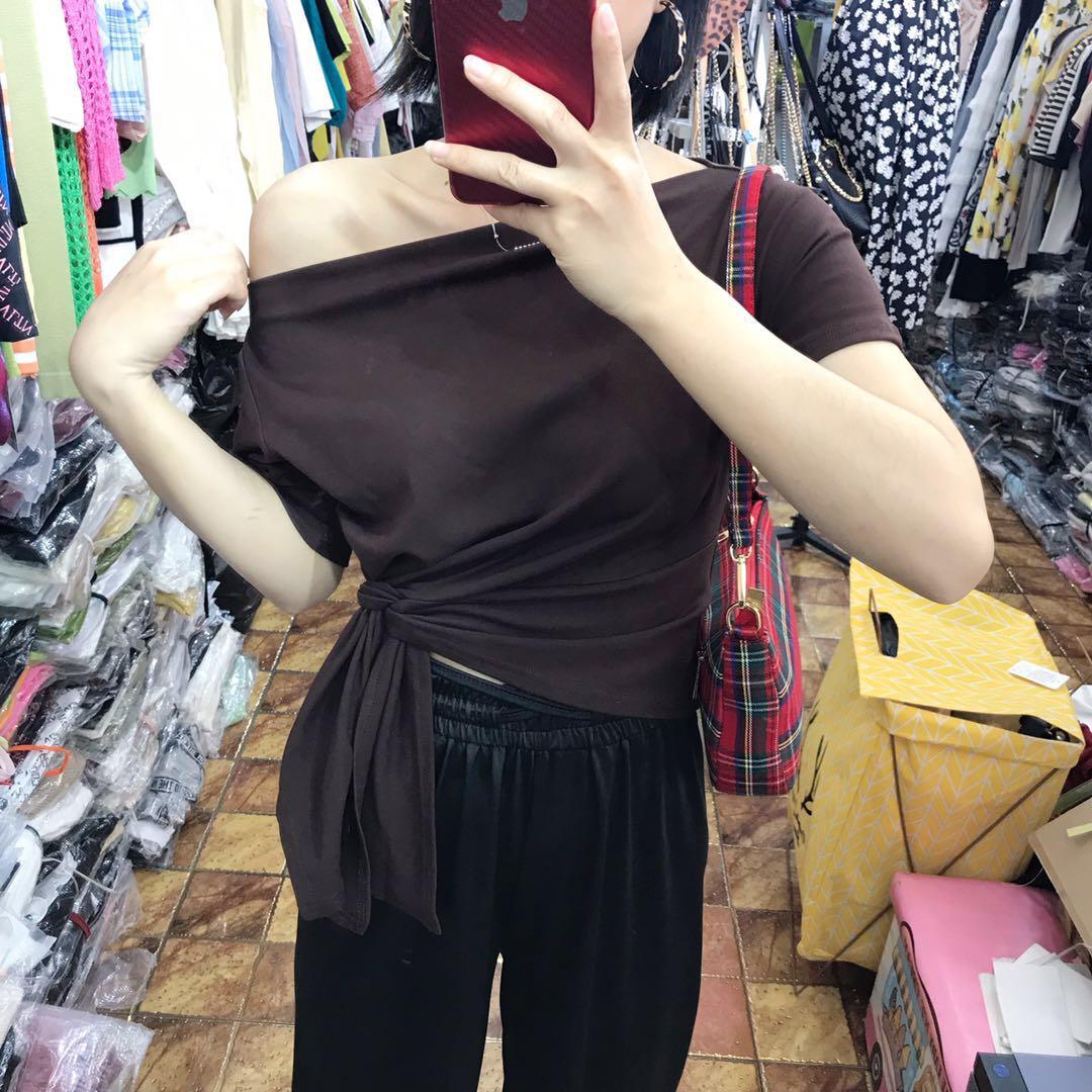 夏季心機露肩斜肩一字領短袖修身側邊打結短款上衣chic純棉T恤女