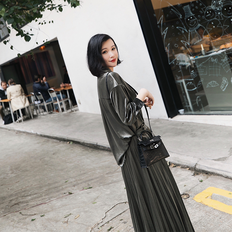MR九九/2018早春new冰丝绒衬衫+百折长半裙套装