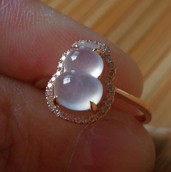 帝皇ジュエリー18 KダイヤモンドA商品陽緑種の水滴や瓢箪のエメラルドを象眼したオーダーメイド加工