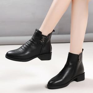 平跟短靴女软底加绒冬靴2019新款中跟黑色真皮马丁靴圆头粗跟女鞋