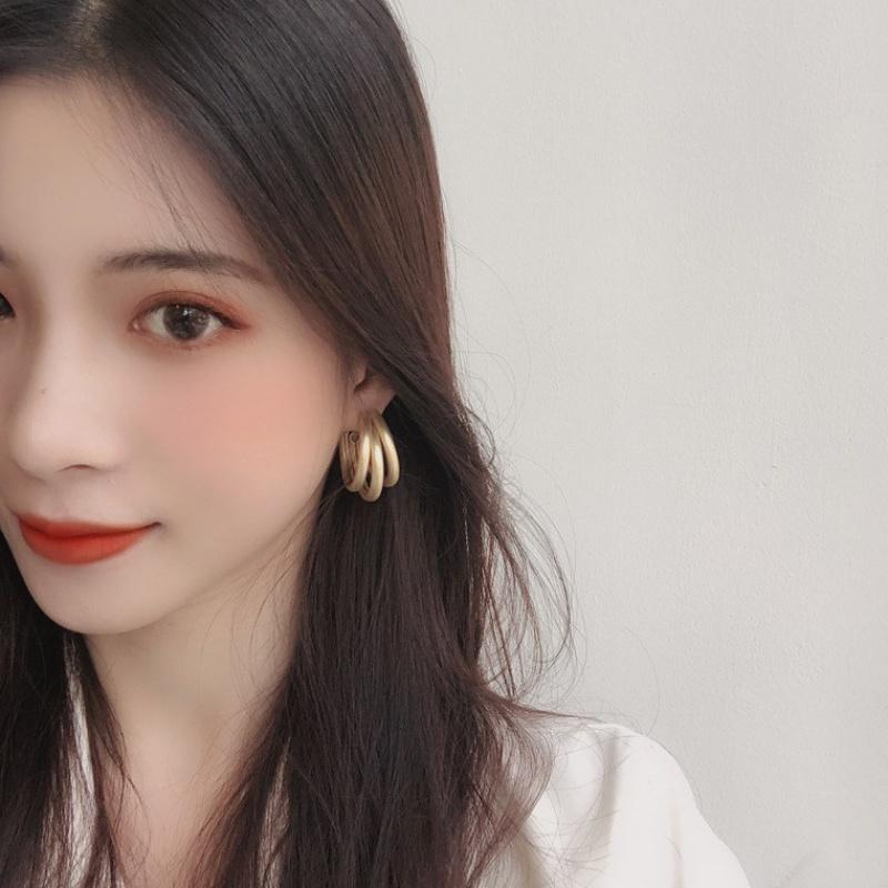 Goddess new 925 silver needle Korean temperament simple design Earrings European and American multi-layer ring trendy ear