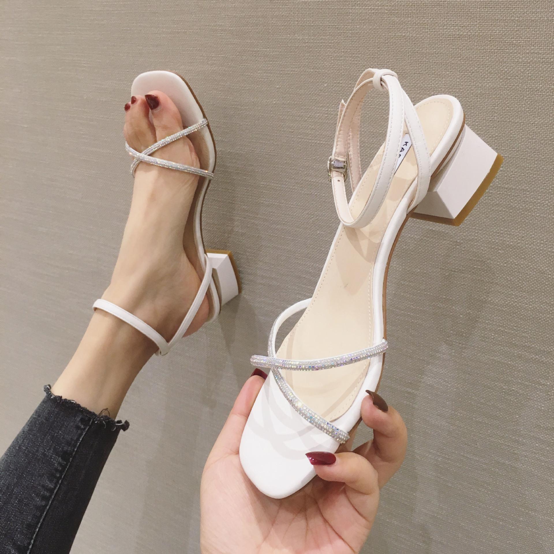 一字带凉鞋女仙女风粗跟高跟鞋2020年夏季新款中跟方头罗马鞋水钻