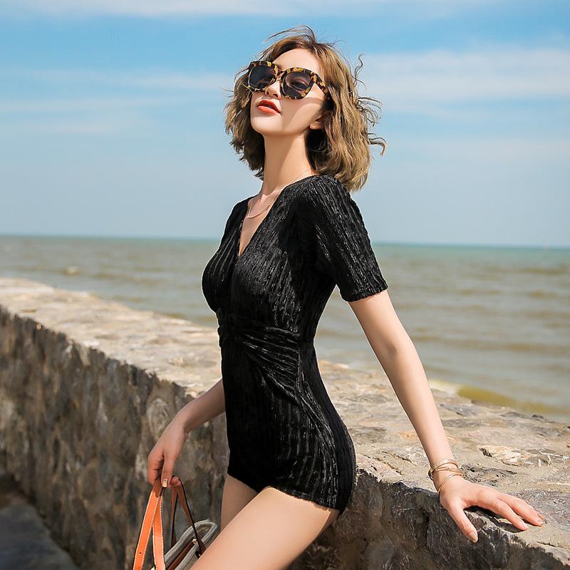2019新款温泉游泳衣女大码小胸泳装显瘦遮肚性感保守连体泳衣女