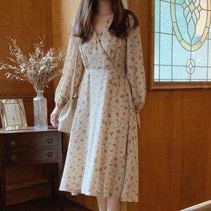超仙的少女裙子秋装新款复古甜美碎花雪纺连衣裙中长款收腰显瘦