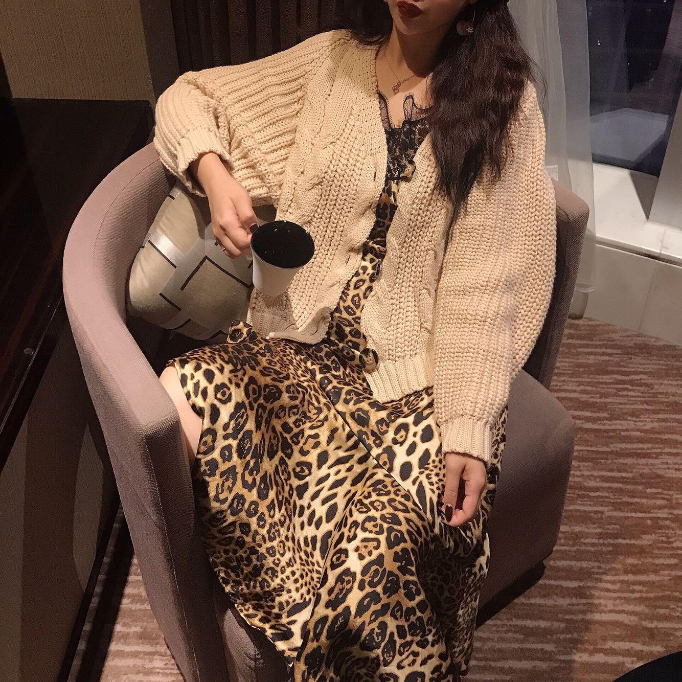 305#温柔慵懒风简约麻花粗针织外套开衫+豹纹连衣裙 实拍