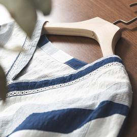 夏季新款小衫棉麻上衣 显瘦V领斜条纹后背纽扣设计宽松短袖衬衫女