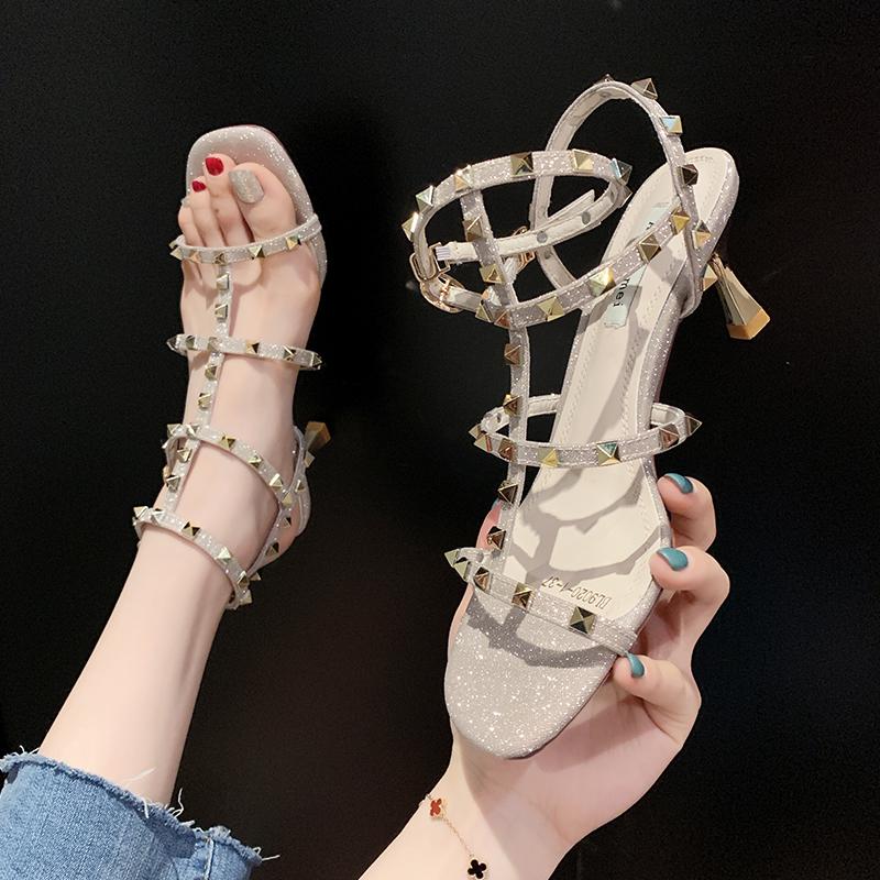 时装凉鞋女2020年夏季新款韩版时尚百搭铆钉细跟网红仙女风高跟鞋图片