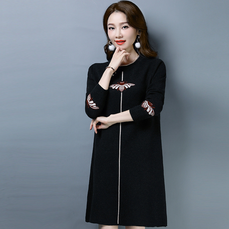 New 2020 womens cashmere sweater autumn and winter fashion round neck bee pattern medium length sweater thick sweater