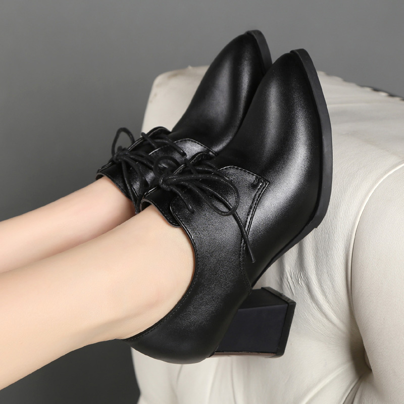 New low top European and American high heel leather fashion thick heel single shoes in autumn of 2019