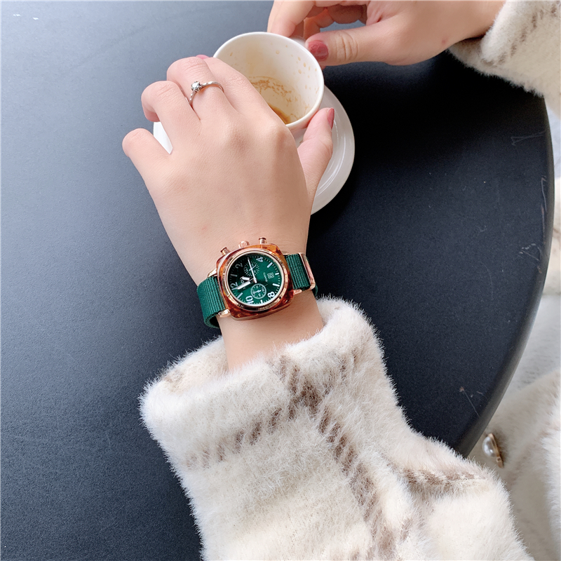Tiktok new winter rain with the same canvas watch strap, square watch, female couple watch, Korean version, simple jitter, red womens watch.