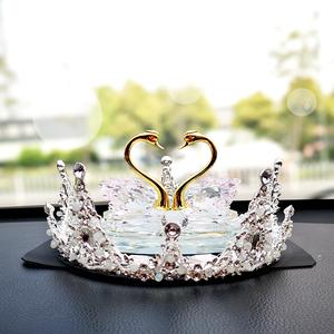水晶天鹅车载香水汽车用品女神款车内装饰品摆件风口香薰持久淡香