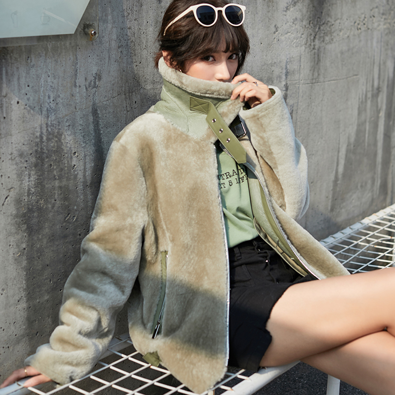 Real fur one motorcycle coat womens winter 2020 new ins Lamb Fur grass coat short leather