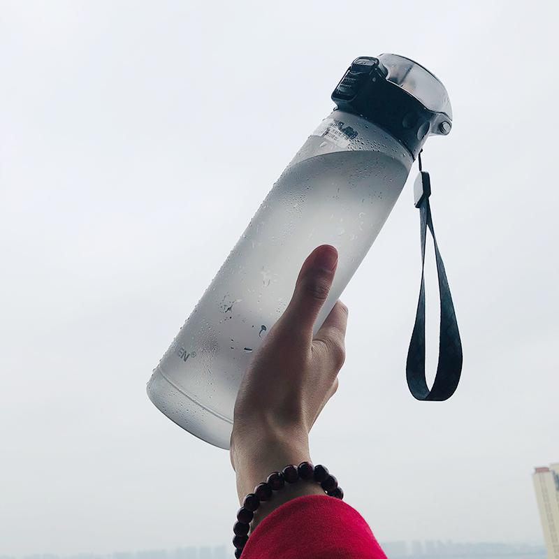 运动水杯带吸管杯创意塑料健身男大人便携杯子夏天女个性潮流水瓶