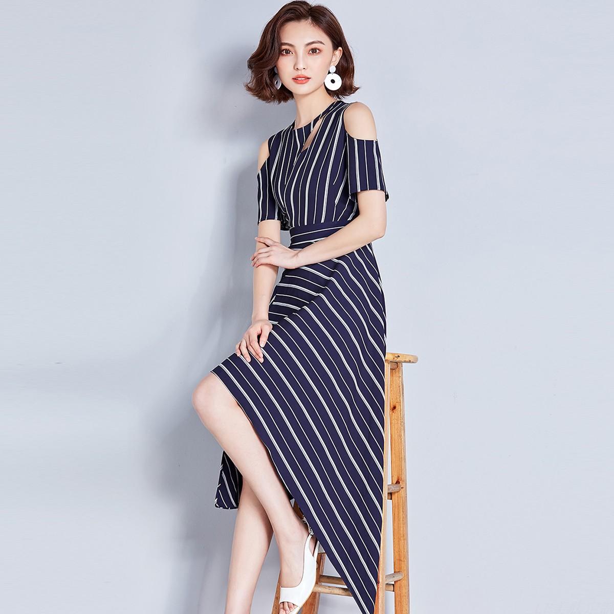 女装品牌折扣夏季2018新款时尚露肩镂空不规则条纹中长款连衣裙潮