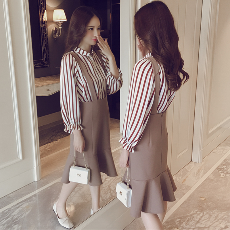 Fashionable suit skirt 2018 new womens spring dress strap skirt striped shirt base coat dress two piece set fashion