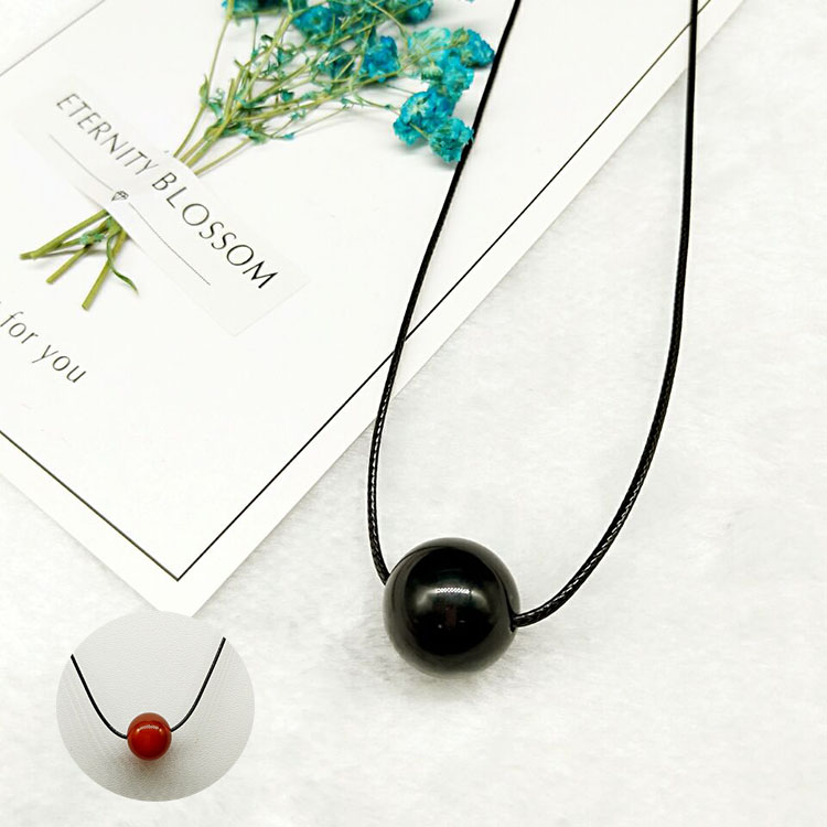 Package mail Japan and South Korea brand new natural black red agate pendant transfer zhuyulu Lutong jade pendant mens and womens Crystal Necklace