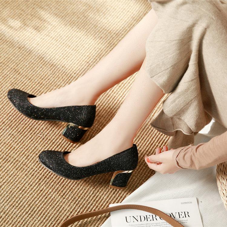 大码女鞋41-43胖脚宽肥高跟鞋女粗跟中跟女单鞋特大号女鞋44 45