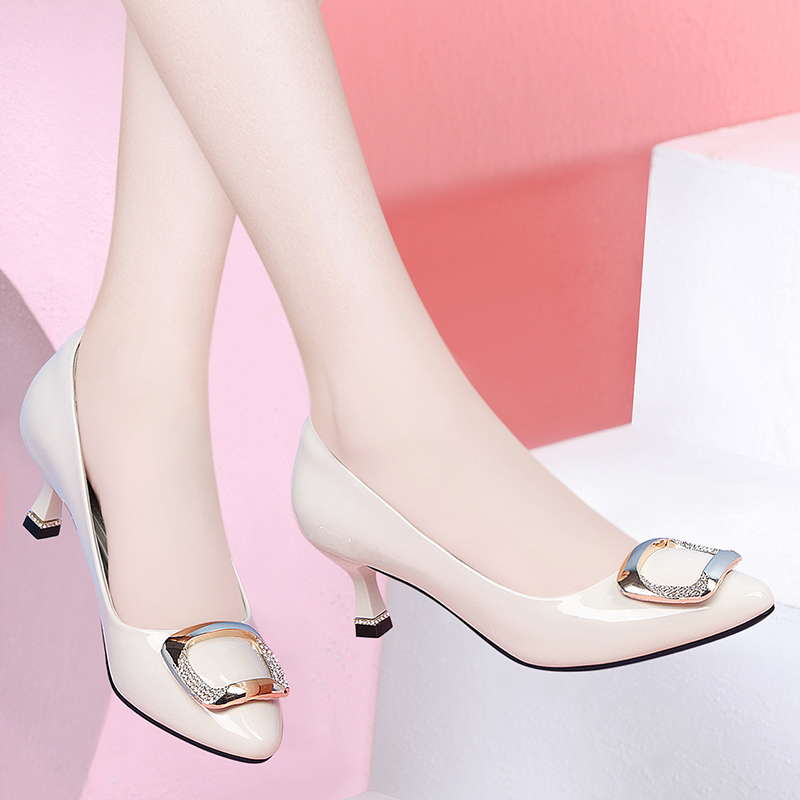 Pointy single shoes 2020 new fall one legged shoes thin heel middle heel womens fashion sandals fashion with skirt