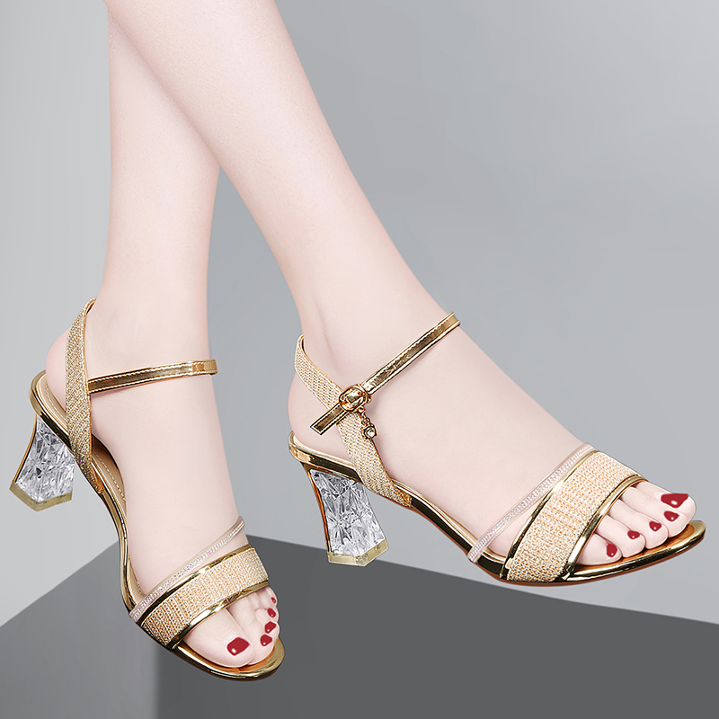 A new type of high heel shoes with sandals in 2020