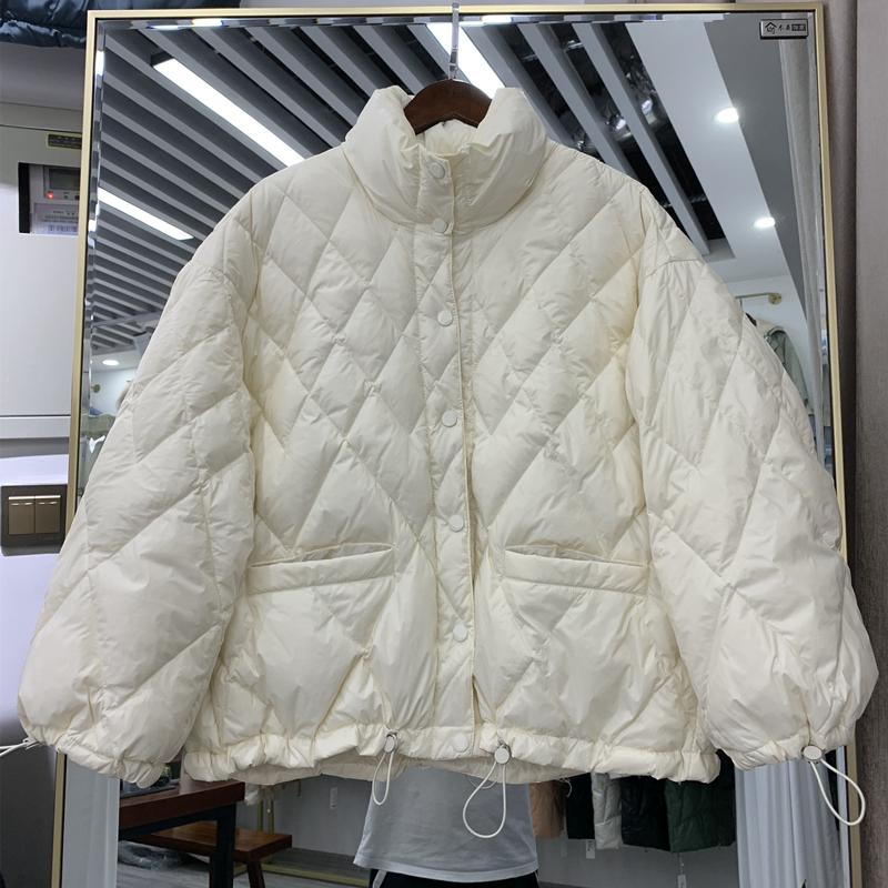 2020新款时尚立领菱形格轻薄羽绒服女短款小个子白鸭绒面包服外套
