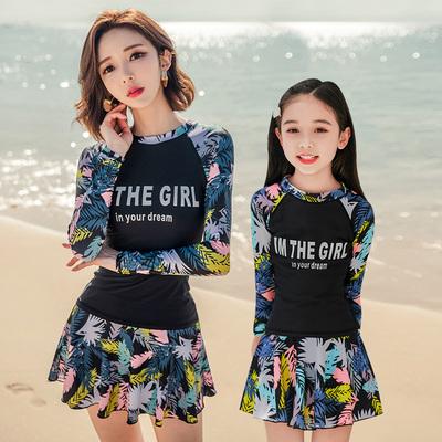 亲子泳衣女母女新款韩国ins2019长袖海边时尚泳装一家三口游泳衣