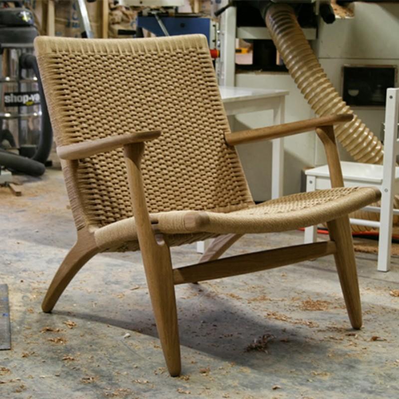 北欧の1人宿のソファチェア、木のリビングルームの書斎のレジャーチェアの背もたれ椅子の現代簡約ins風