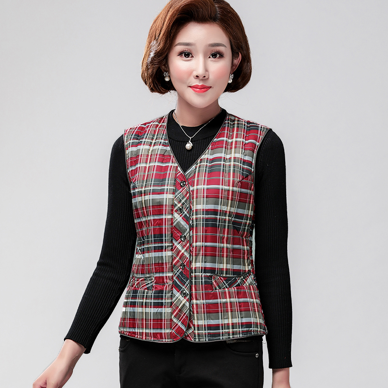 Middle aged little Ma Ma Mas short down vest is worn inside and outside with autumn plaid and thin inner tank