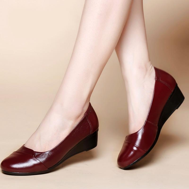 女鞋2020新款秋款单鞋女真皮妈妈鞋软底女式中跟中老年舒适皮鞋女