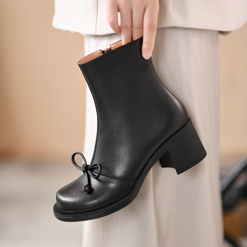 Tiffanys black cowhide leather boots autumn and winter 2021 new round head bow middle heel thick heel short boots women