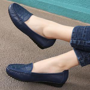妈妈鞋真皮中年休闲皮鞋软底浅口平底单鞋舒适女鞋豆豆鞋女老妈鞋