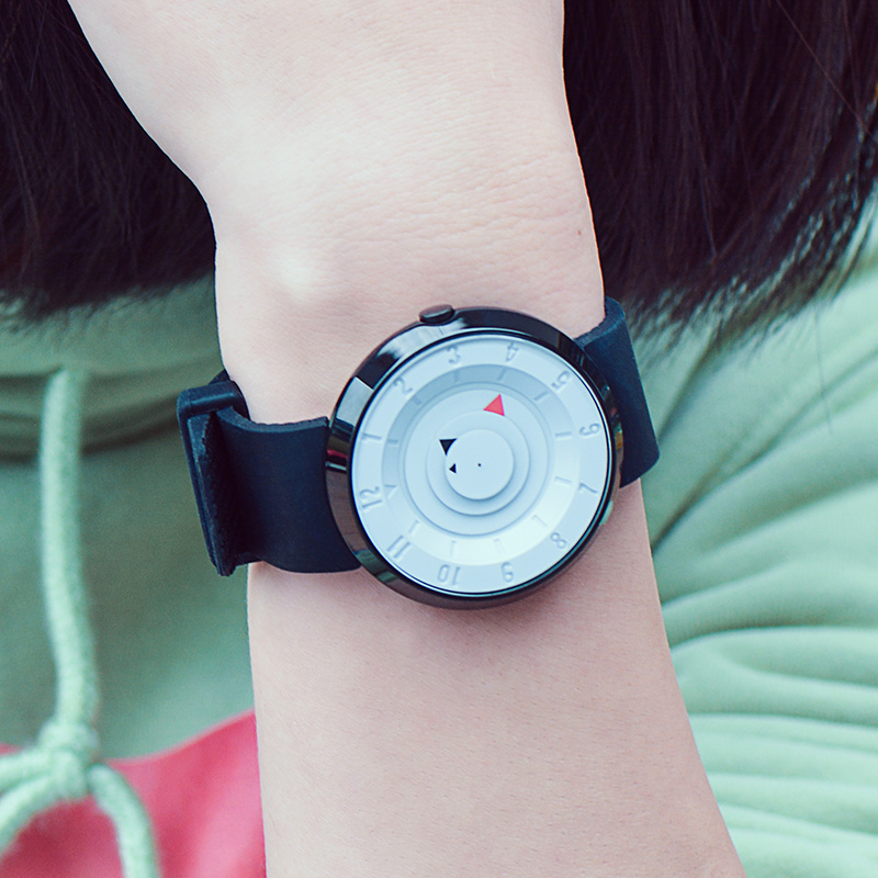 New concept creative watch fashion trend female watch students male and female gender neutral no pointer black and white lovers watch personality