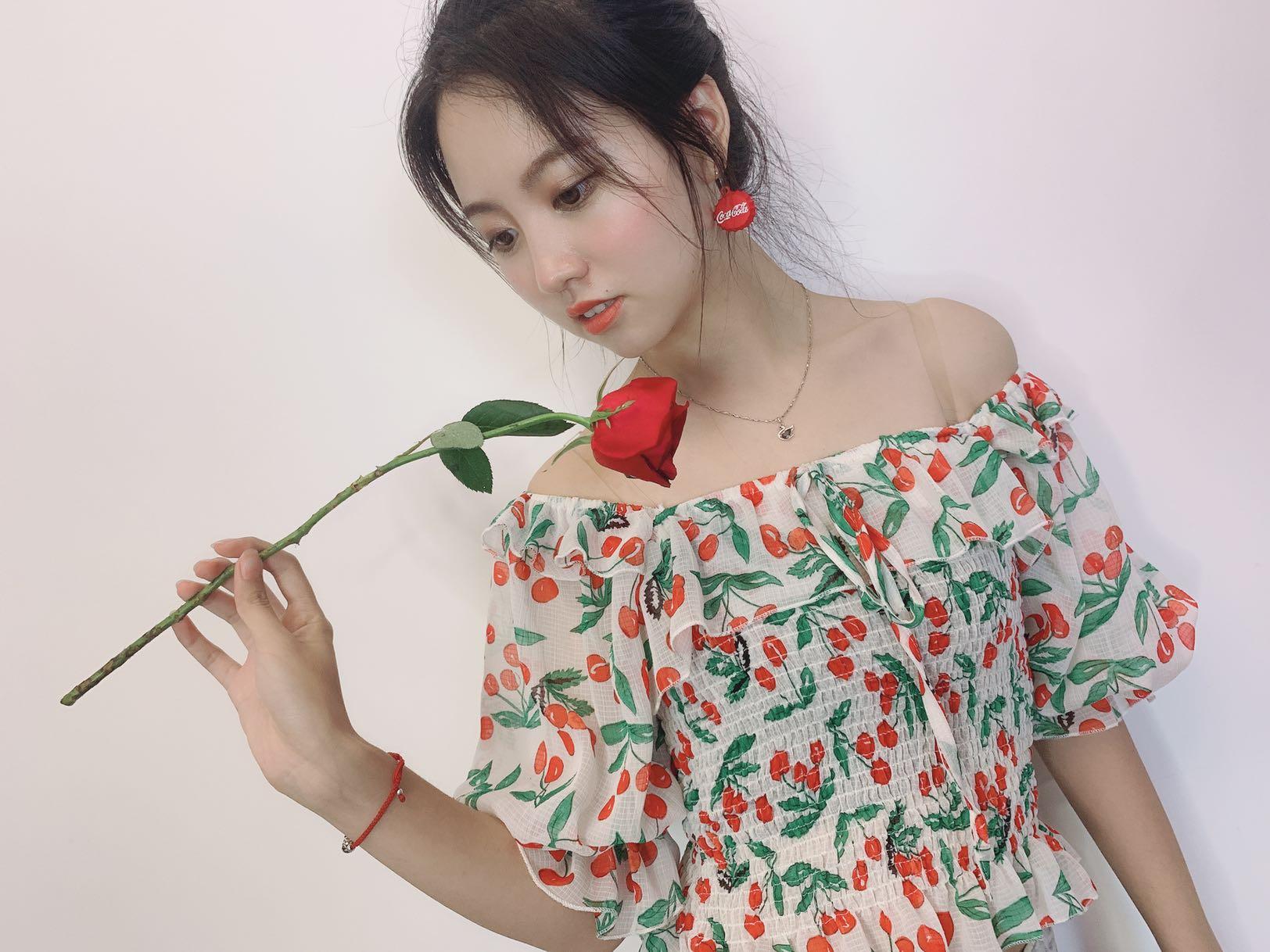 ONLY衣2019夏季女装新款高腰修身一字肩饰小樱桃雪纺短款衬衫
